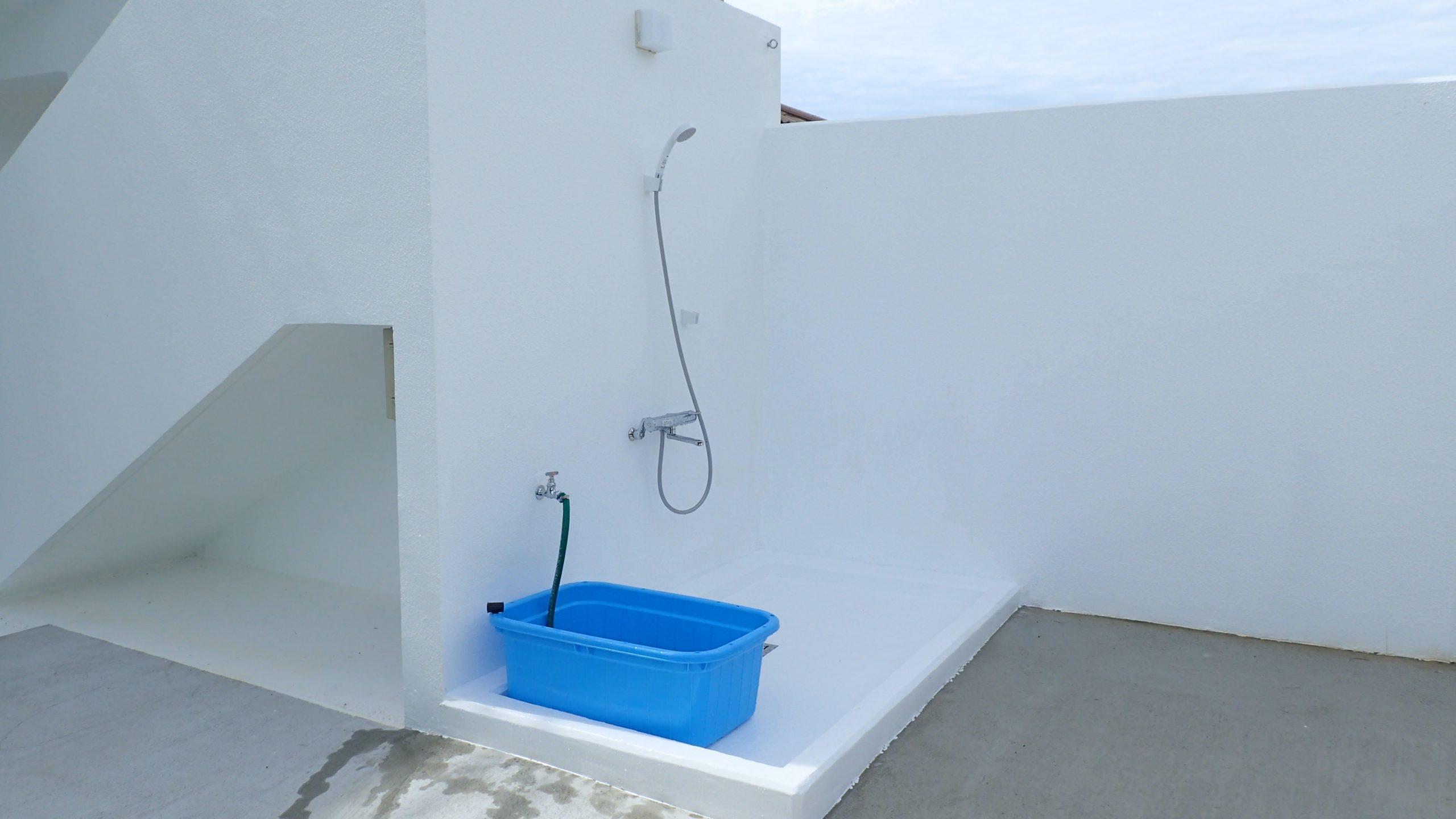器材洗い場・温水シャワー完備